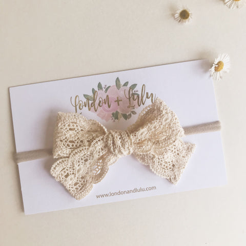 Cream scalloped lace crochet lace medium size bow