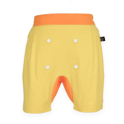 Short pants with snaps