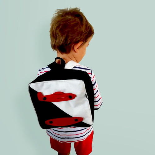 Wear & Play - Square Backpack with 3D TOY