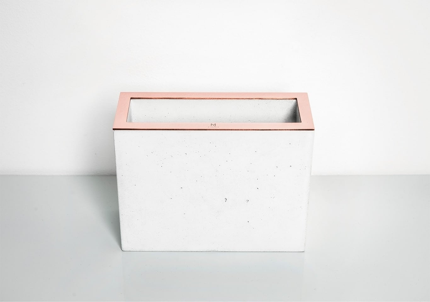 White Rectangular Concrete Vase by Minshape — MV2.2