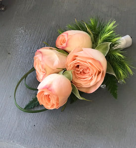 Blush spray rose boutonnière