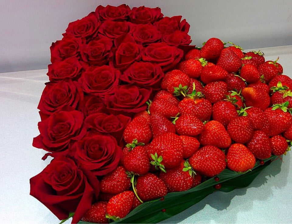 Make the day a little bit sweeter with strawberry heart!  Includes:  Red roses, strawberry, greenery Free message card