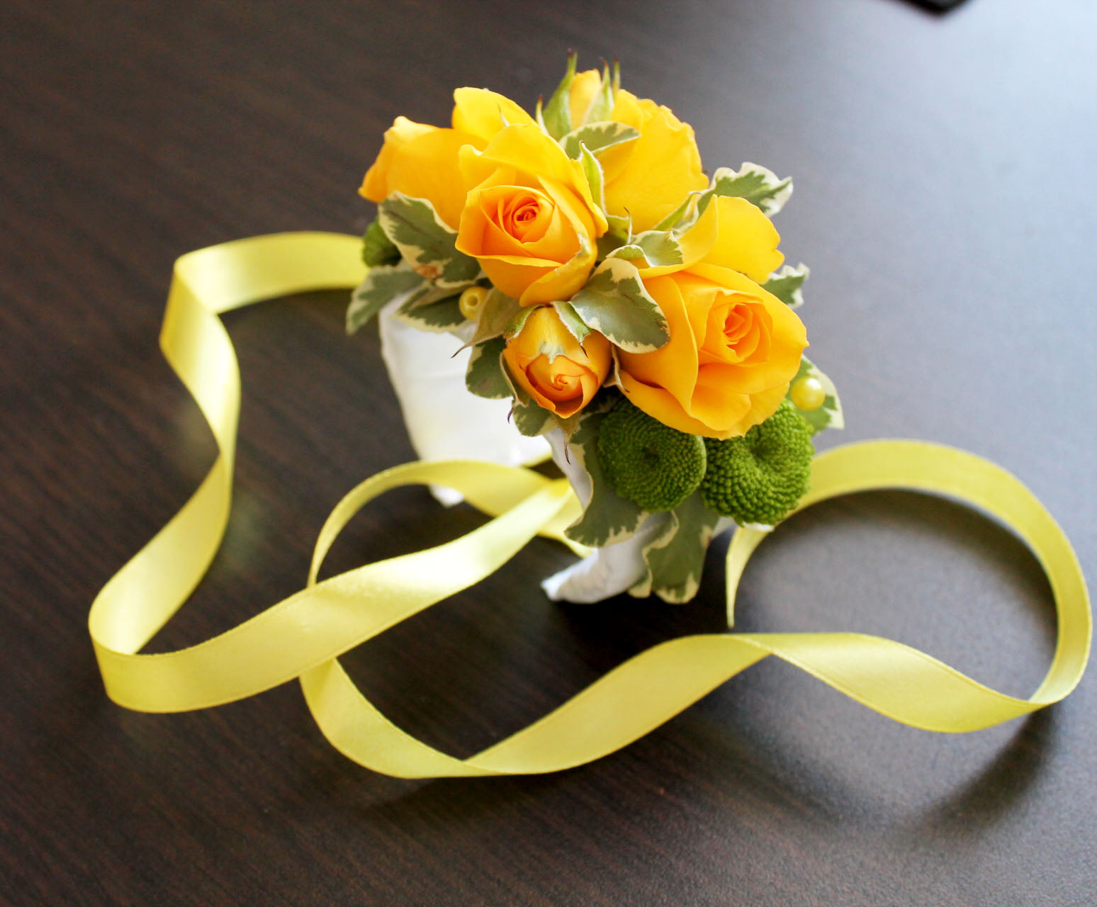 Sunny yellow roses mirror your happiness.    Yellow spray rosesd and daisies.