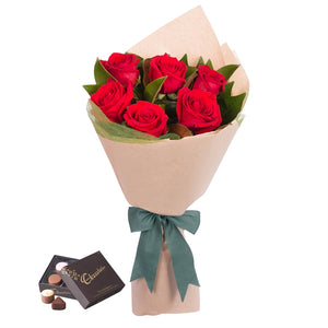5 red roses with candy