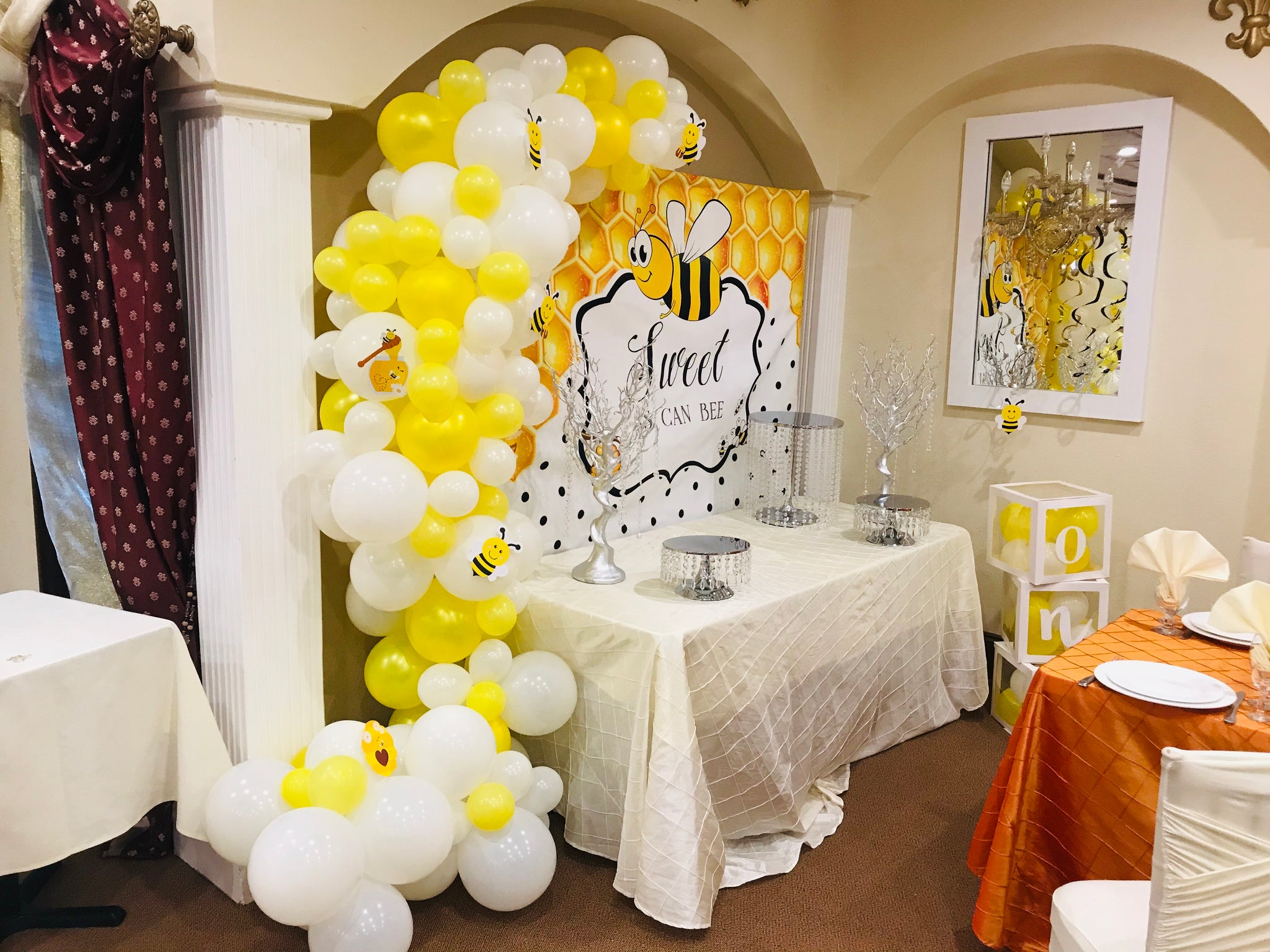 """Funny bees"" balloons decorations"