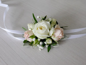 fresh, feminine mix of pink, white and green.    Light pink spray roses with babie`s breath