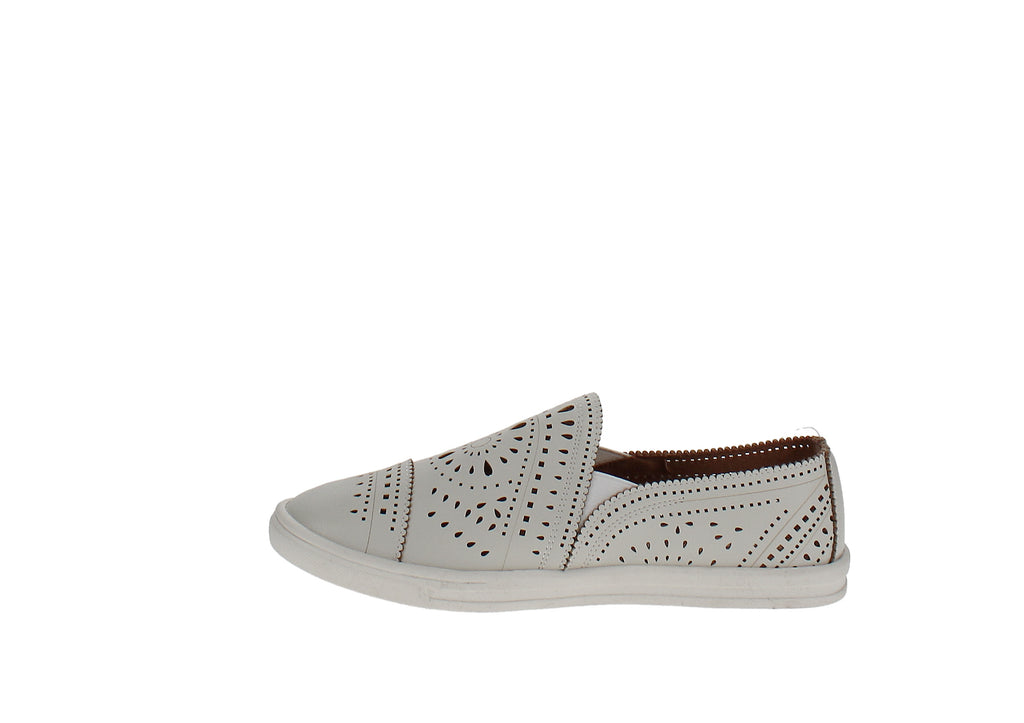 Yieldings Discount Shoes Store's Shannen Slip-On Sneakers by American Rag in White