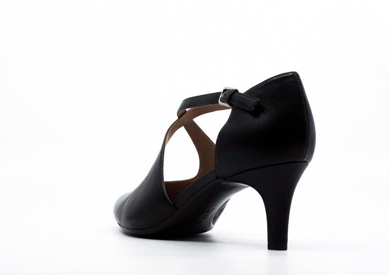 Yieldings Discount Shoes Store's Okira Leather Pumps by Naturalizer in Black