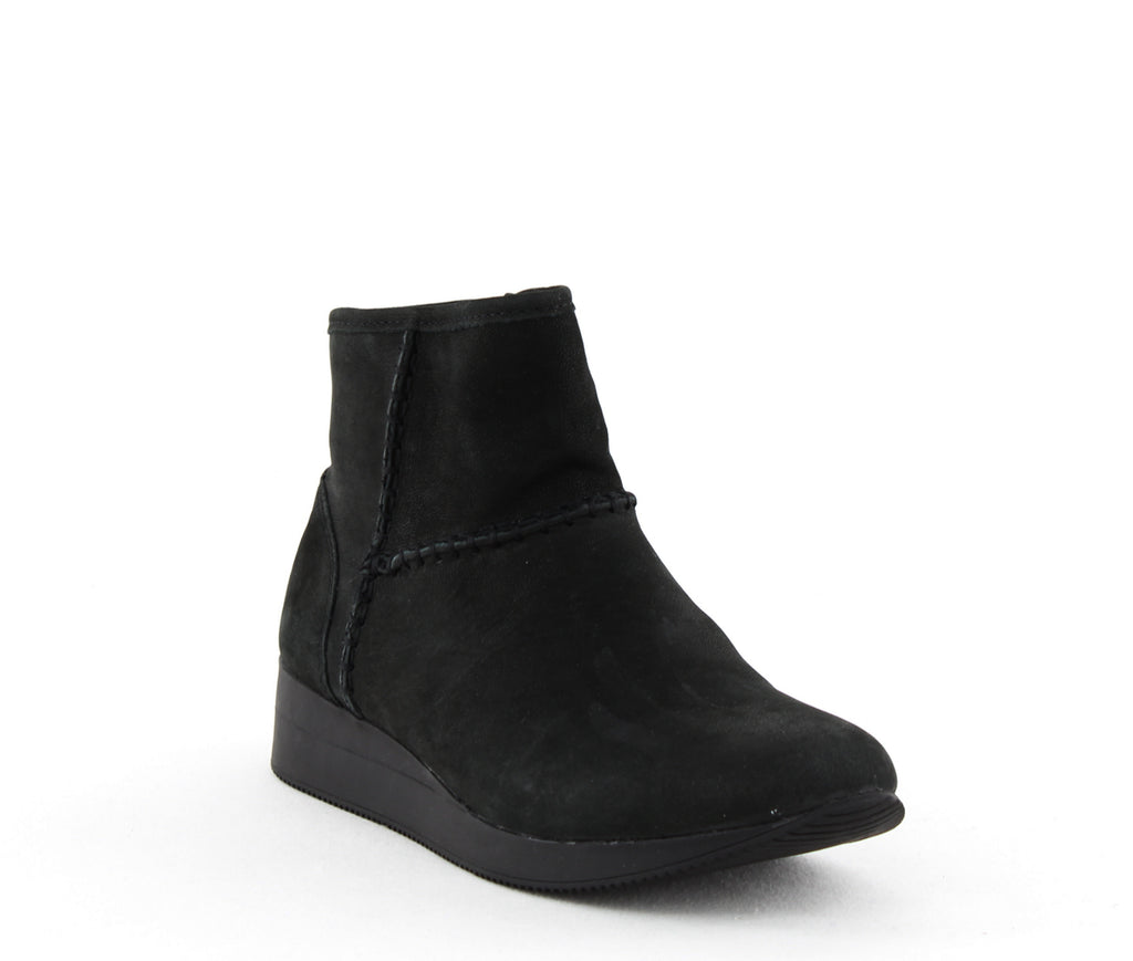Yieldings Discount Shoes Store's Julian Ankle Booties Narrow by Naturalizer in Black