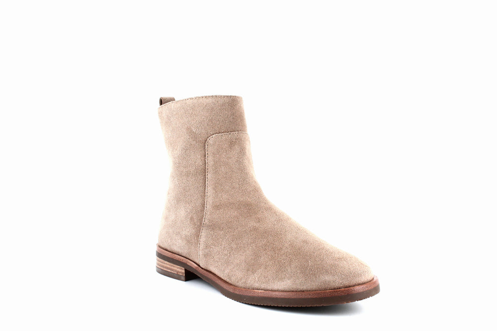 Yieldings Discount Shoes Store's Terran Booties by Gentle Souls By Kenneth Cole in Camel