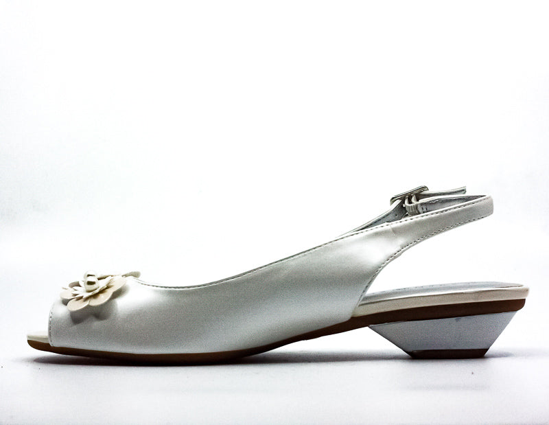 Yieldings Discount Shoes Store's Irmaa Slingback Sandals by Karen Scott in White Pearl