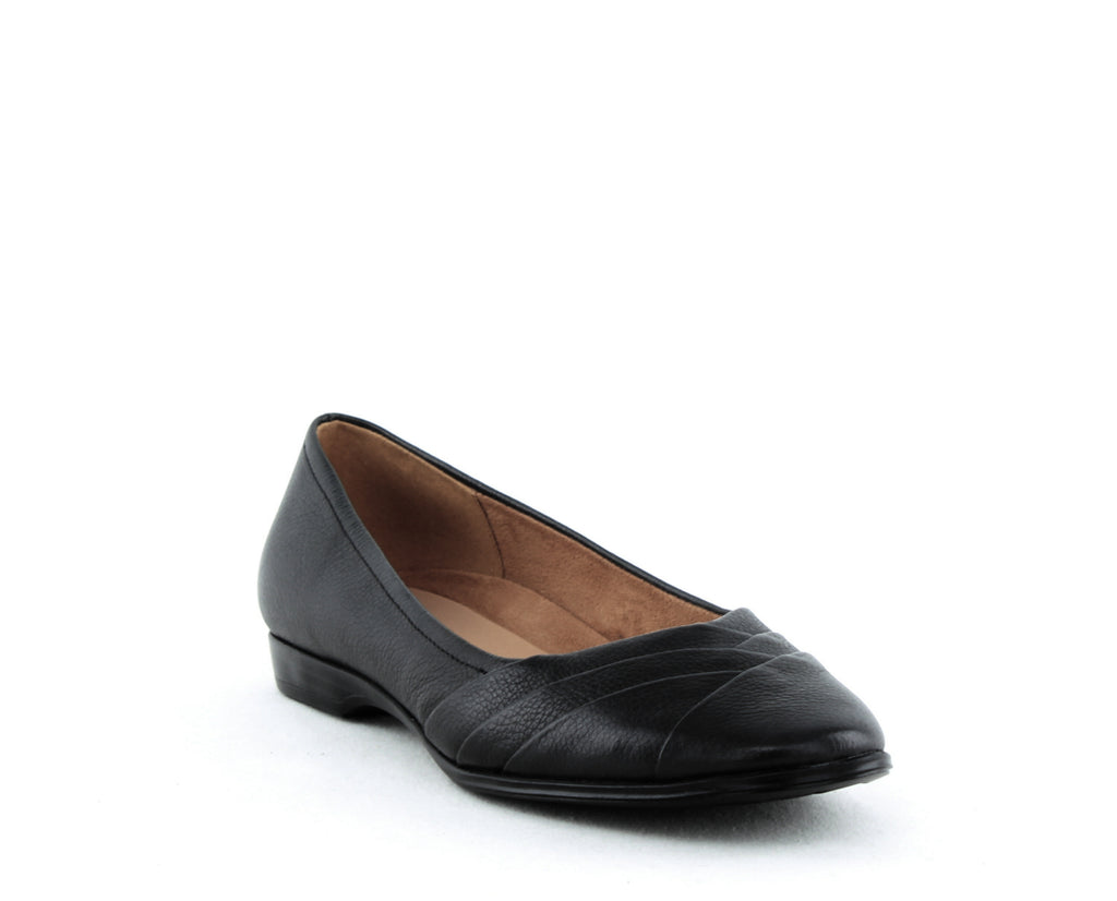 Yieldings Discount Shoes Store's Jaye Ballet Flats by Naturalizer in Navy