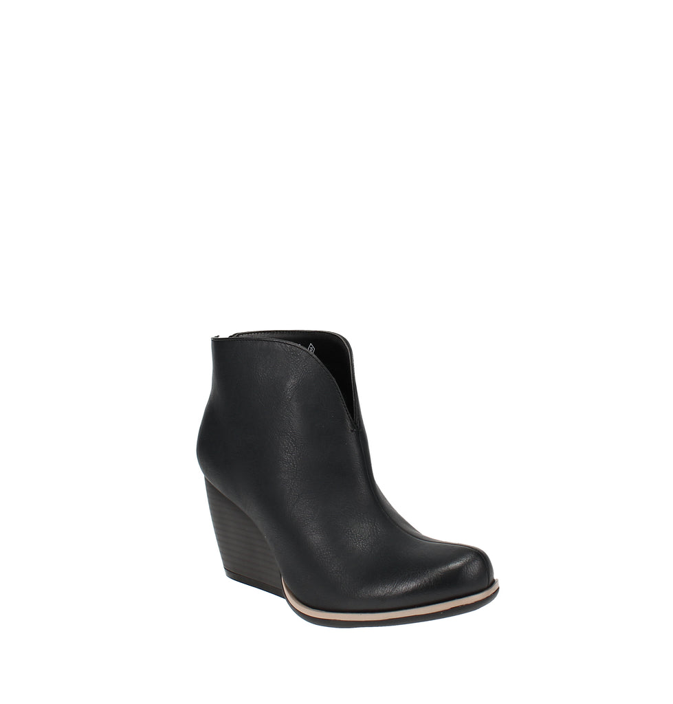 Yieldings Discount Shoes Store's Hyde Booties by Sugar in Black