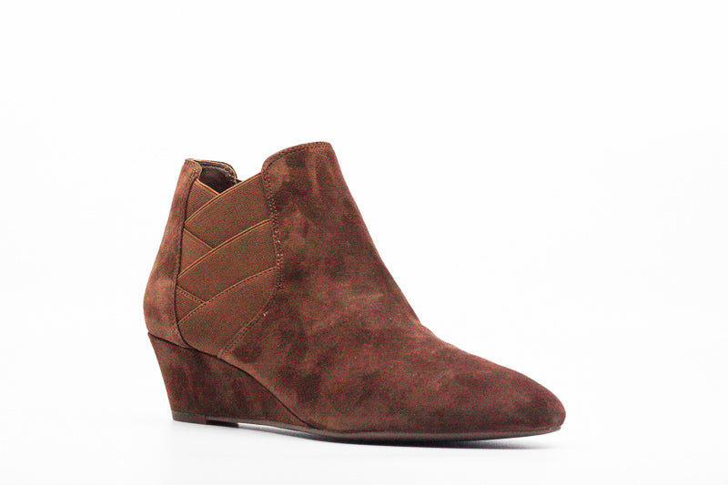 Yieldings Discount Shoes Store's Harlie Boots by Via Spiga in Chestnut
