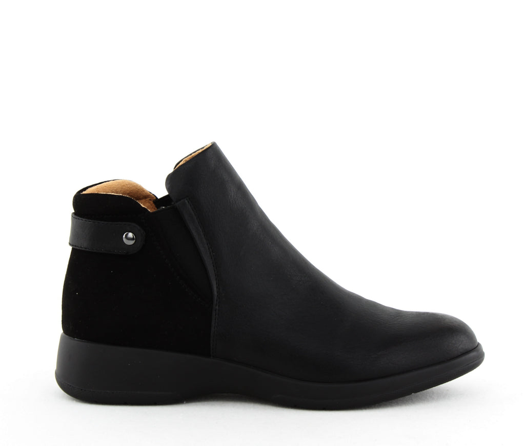 Yieldings Discount Shoes Store's Barita Wide Flat Ankle Boots by Naturalizer in Black