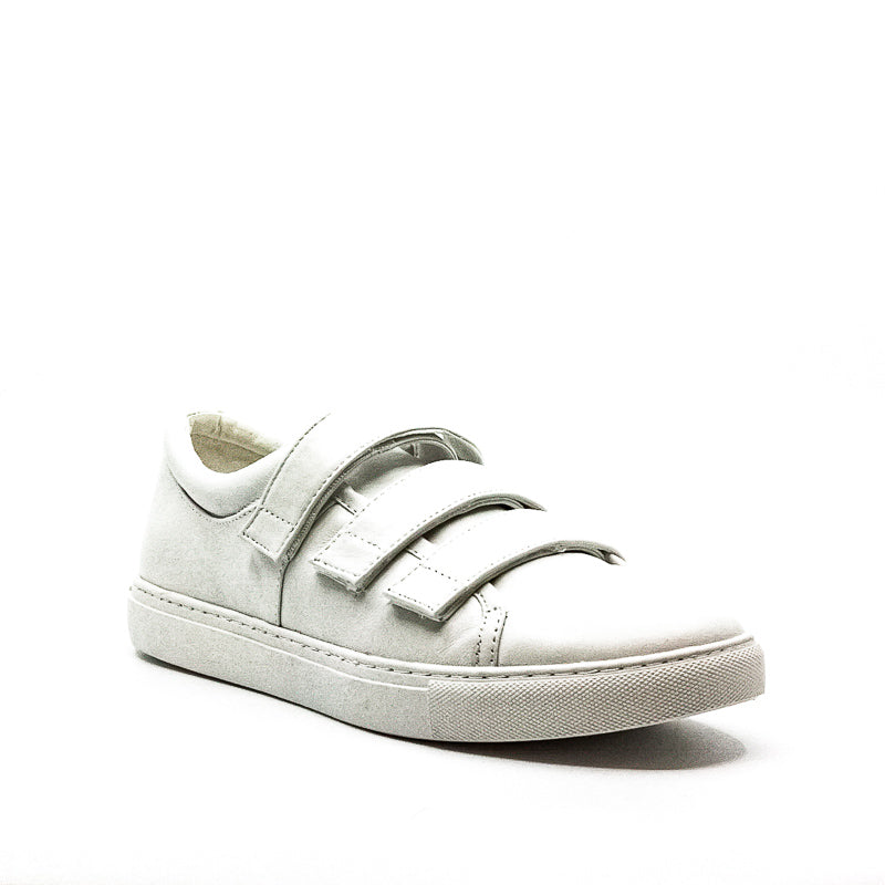 Yieldings Discount Shoes Store's Kingvel Sneakers by Kenneth Cole in White