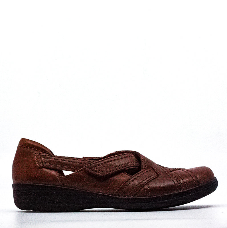 Yieldings Discount Shoes Store's Cheyn Wale Leather Flats by Clarks in Dark Tan
