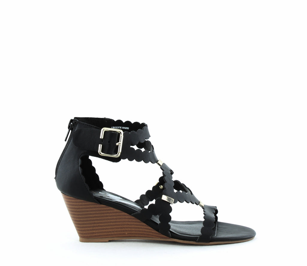 XOXO | Scottie Scalloped Gladiator Sandals
