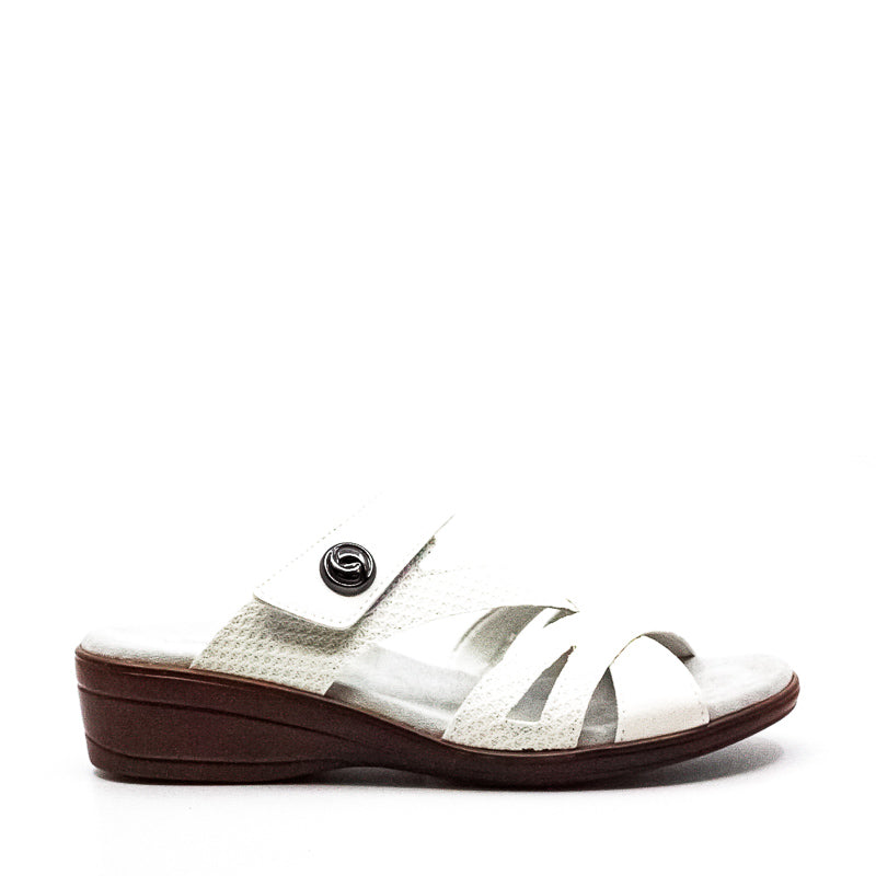 Yieldings Discount Shoes Store's Feature Flat Sandals by Easy Street in White