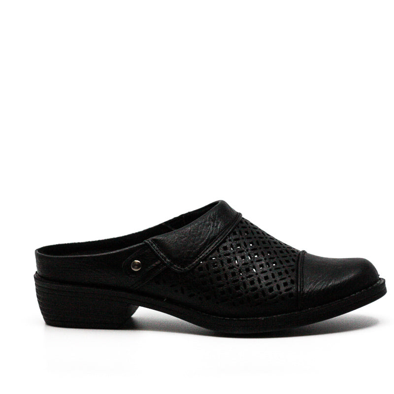 Yieldings Discount Shoes Store's Evette Mules by Easy Street in Black