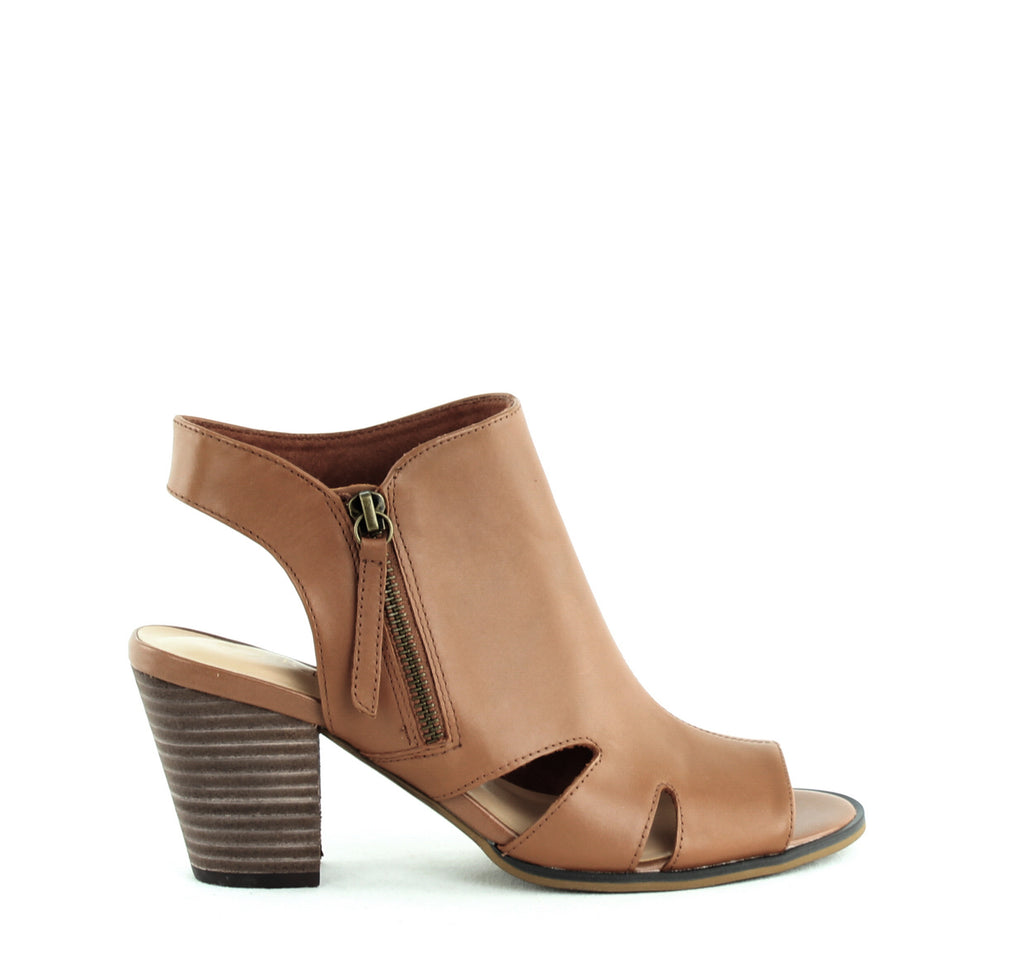 Yieldings Discount Shoes Store's Kimmy Sandals by Bella Vita in Biscuit