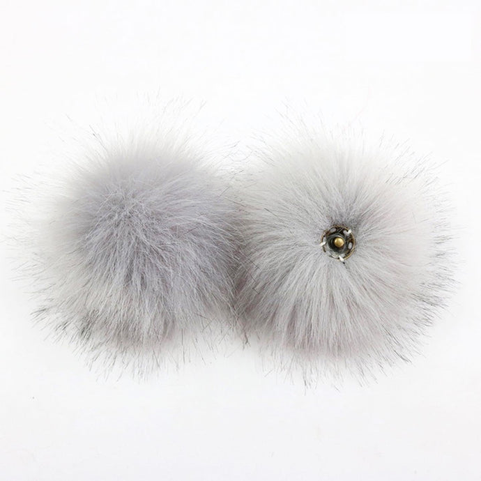 faux fur pom pom - light grey | extras