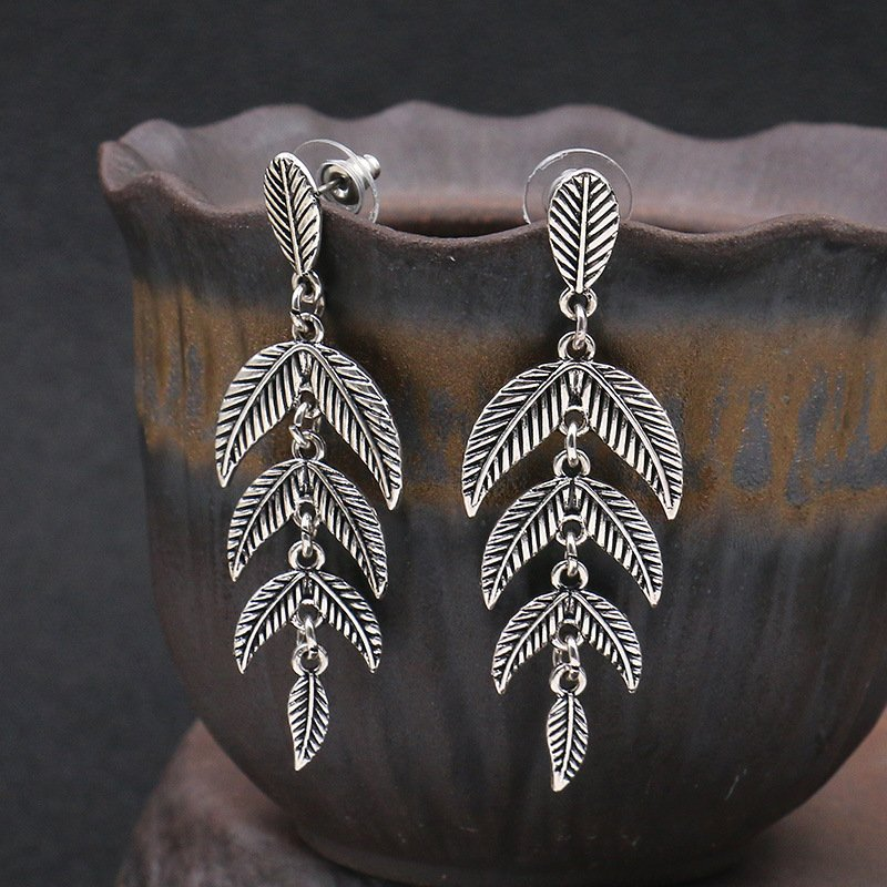 Retro Elegant Leaf Earrings