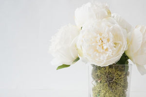 PEONIES BOUQUET IN A CLEAR GLASS VASE WITH PRESERVED MOSS