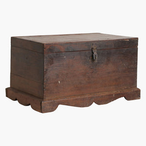 Teak chest + carved base full inside