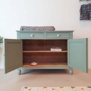 Saliegroene commode
