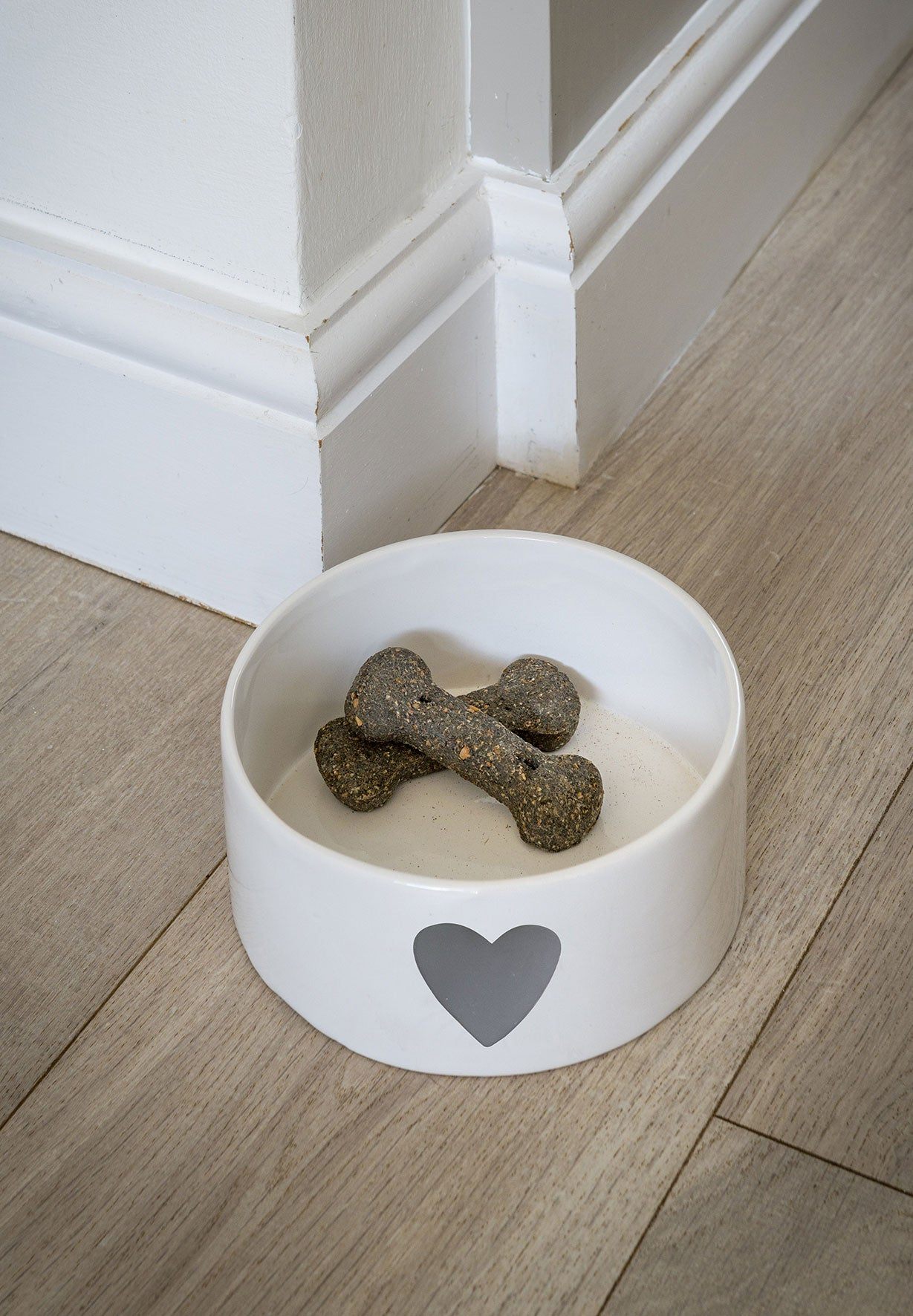 White ceramic bowl with grey heart
