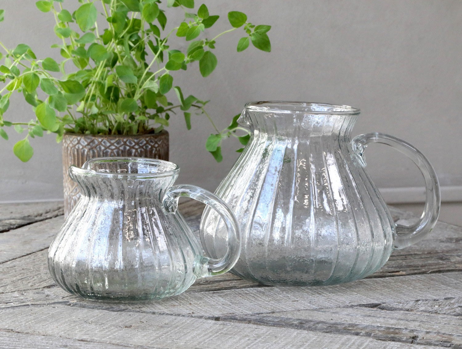 Glass jug with grooves - 2 sizes
