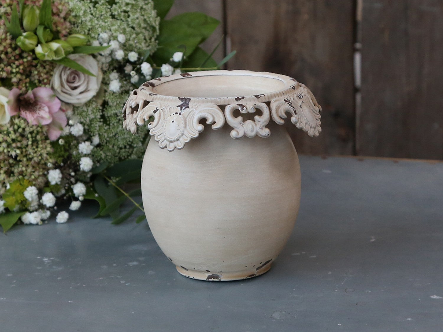 Tin flower pot / vase with lace edge