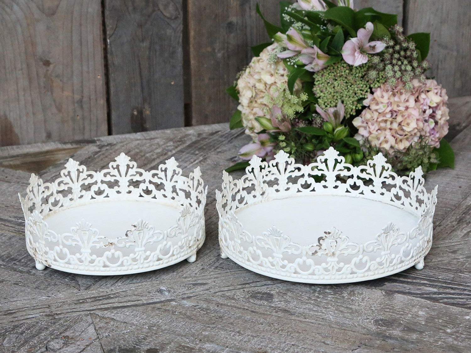 Antique Cream Lace Effect Tray - 2 Sizes
