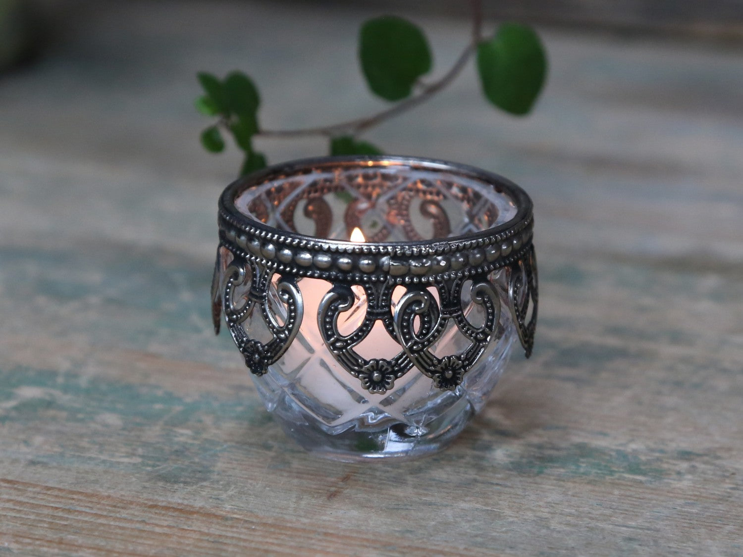 Glass tealight holder with decorative edge - 2 colours