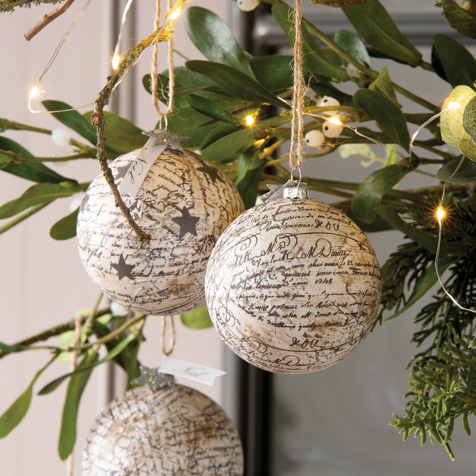 Paper effect christmas bauble