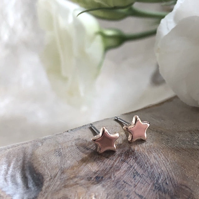 Delicate star earrings - silver or rose gold