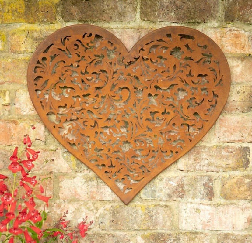 Rusty heart wall plaque