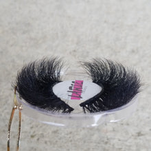 Load image into Gallery viewer, LUXURY FALSE LASHES Trending 25mm Dramatic full Volume lashes with a soft feel reusable up to 30 wears and 100% Cruelty Free Mink with flexible cotton band