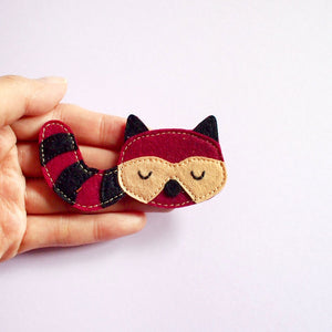 Pins, Brooches, Badges & Other Accessories