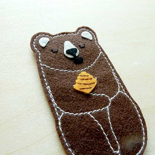 Felt Pin Brooch - Forest Honey Bear (3 Colors)