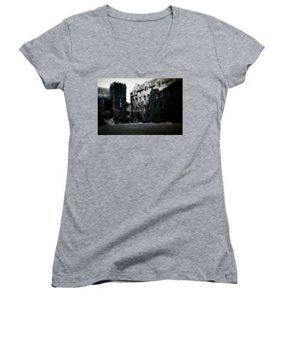 Vintage Travel Ivy On Castle Walls - Women's V-Neck
