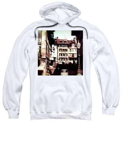 Vintage Travel Old City With Lamp Posts - Sweatshirt