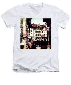 Vintage Travel Old City With Lamp Posts - Men's V-Neck T-Shirt