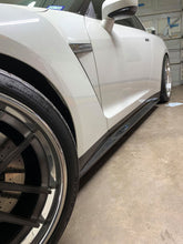 Load image into Gallery viewer, Rexpeed R35 GTR Z Style Carbon Side Skirts