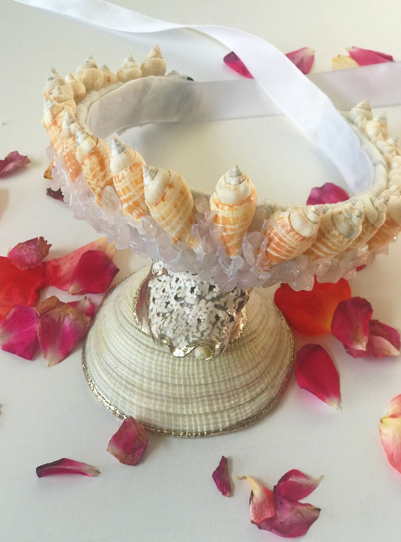 Cowrie shell crowns