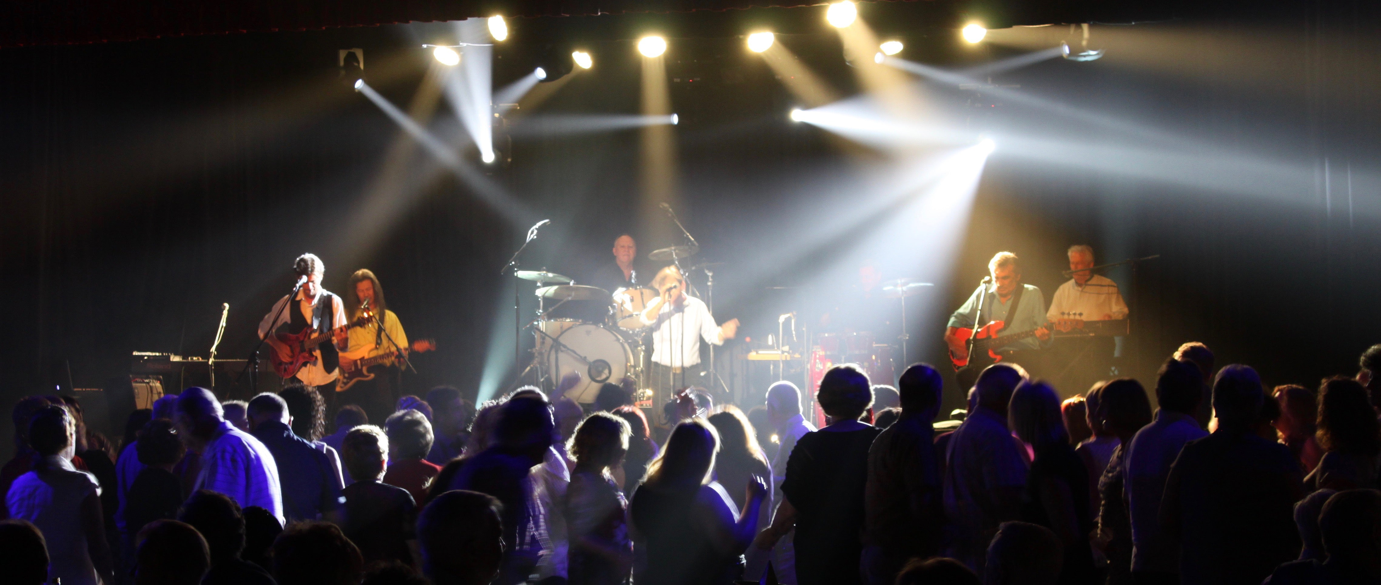 John Paul Young with crowd at Canterbury Hurlstone RSL
