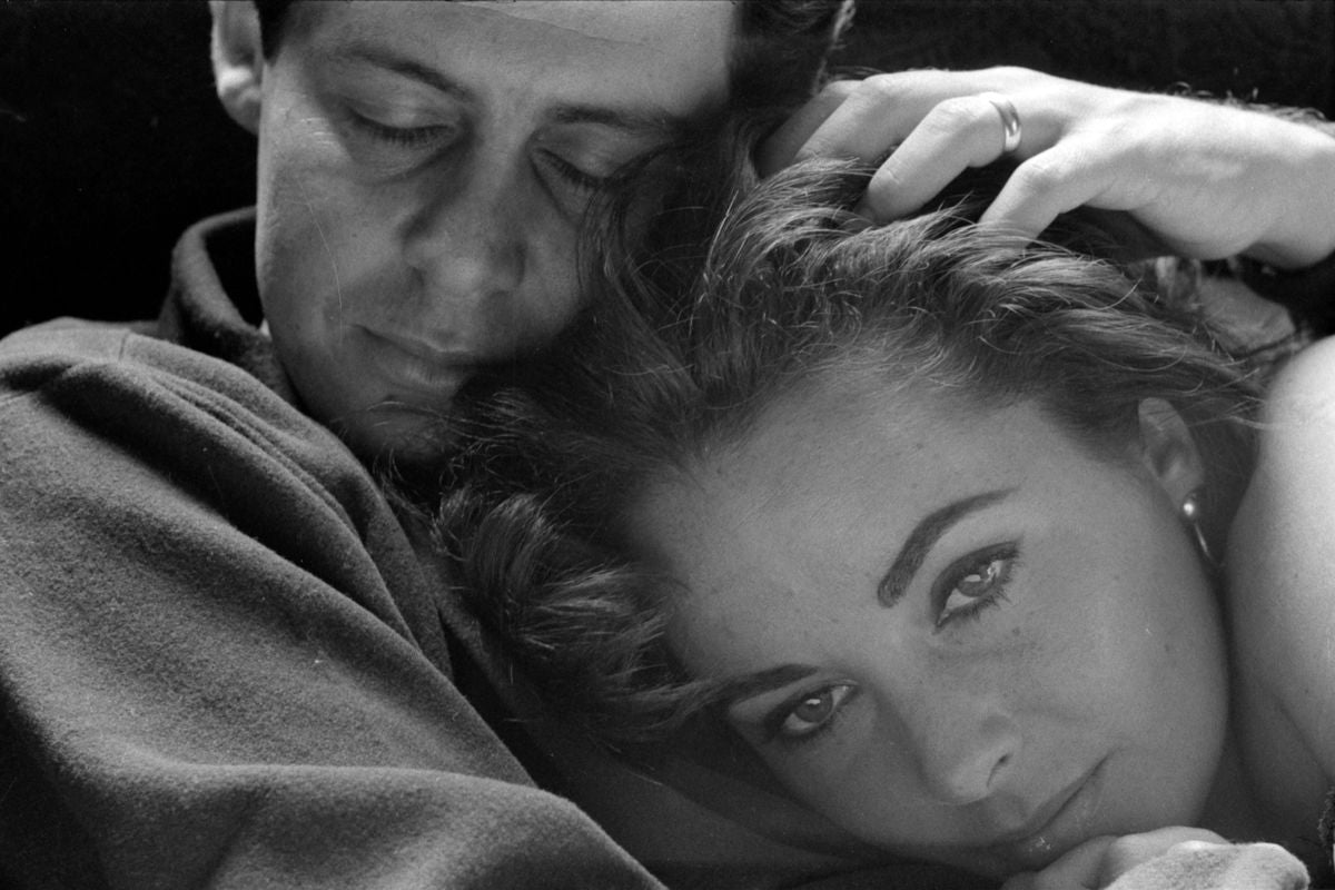 Elizabeth Taylor with her head on her husband Eddie Fisher in 1958 by Toni Frissell.