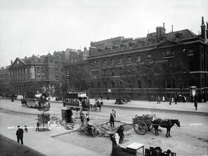 Exterior of the London Hospital - 1900