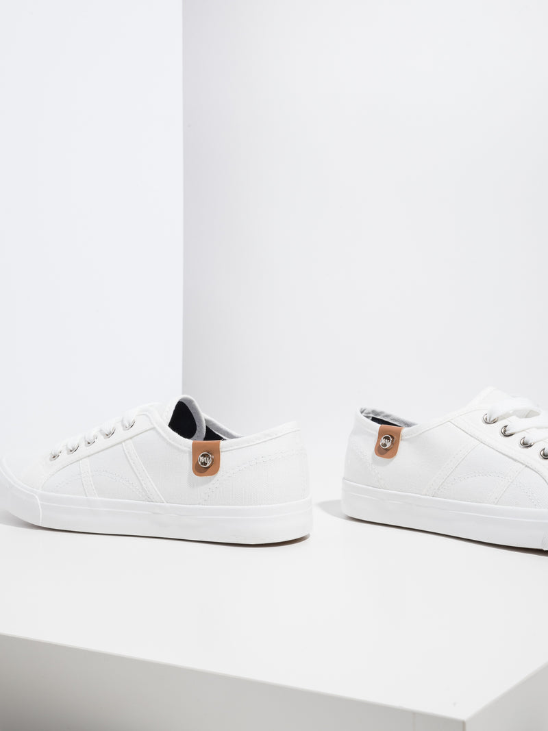 Zapatillas con Cordones en color Blanco